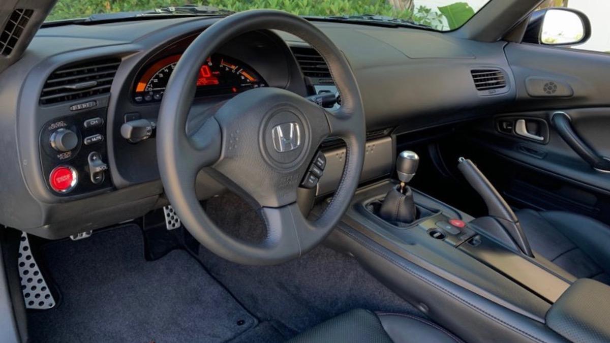 Подержанную Honda S2000 продают втрое дороже, чем новую 3