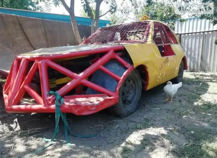 В Украине продают уникальный гоночный автомобиль всего за 600 долларов 1
