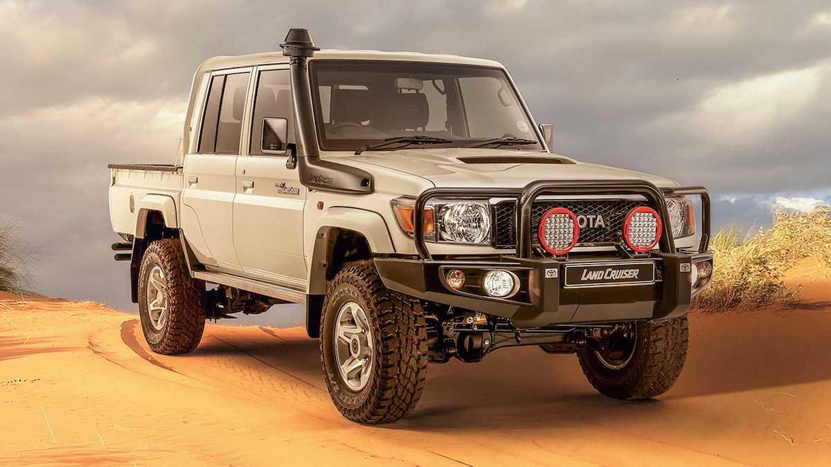 Старый Toyota Land Cruiser приспособили для езды по пустыне 1