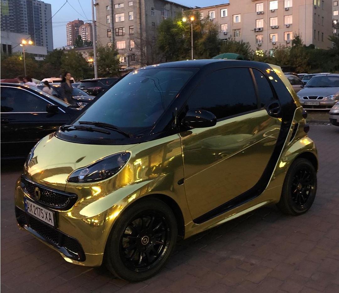 В Украине заметили «золотой» Smart 1