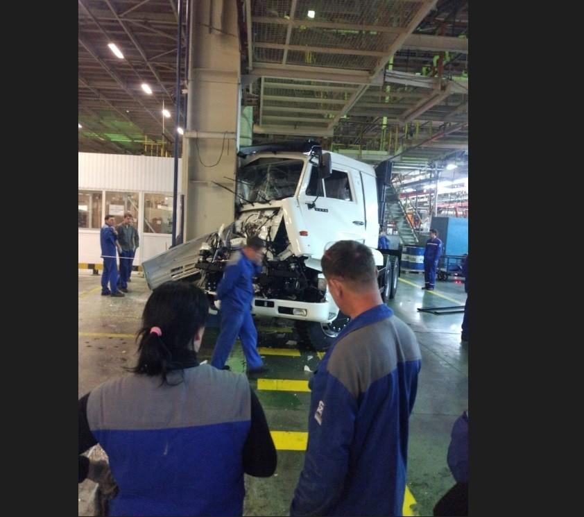 Как выглядит ДТП на заводе по сборке КАМАЗов 1