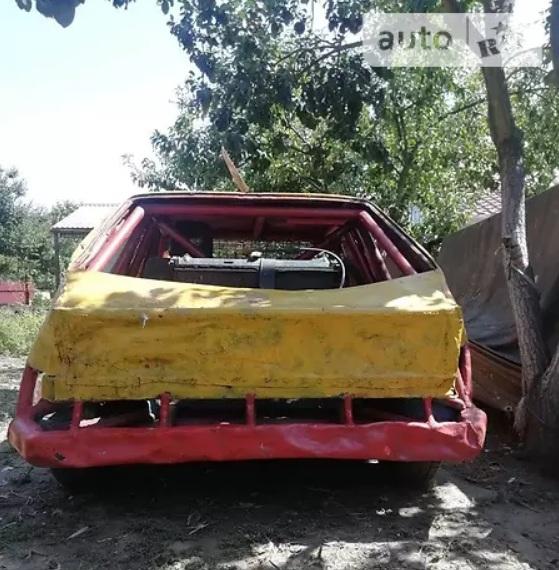 В Украине продают уникальный гоночный автомобиль всего за 600 долларов 3