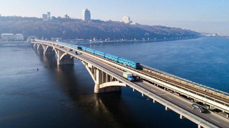 Мужчина в столице грозится взорвать мост Метро 1