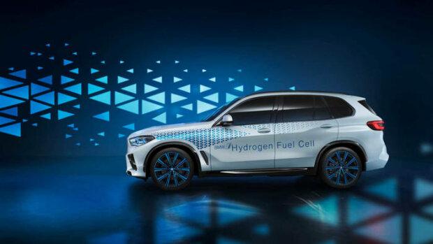 BMW показал водородный X5 1