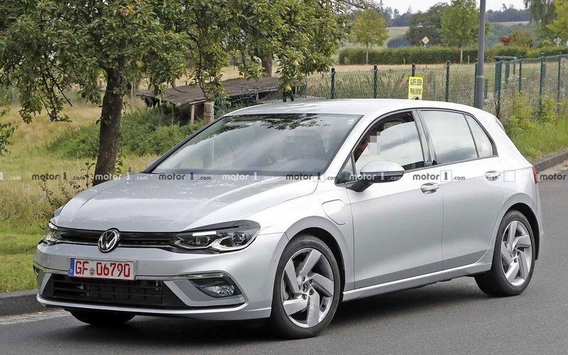 Volkswagen Golf перестал быть «народным» автомобилем 1