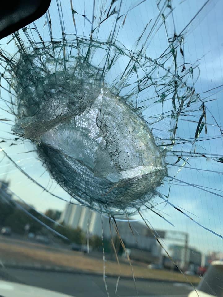 В Киеве еще один мост «устал» и повредил автомобиль 1