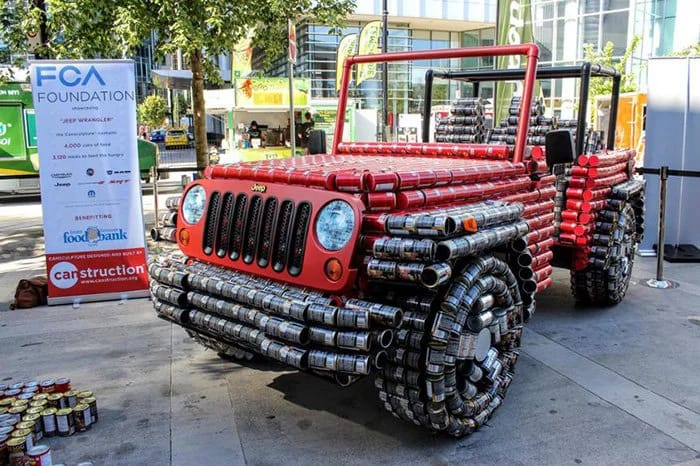 Канадские подростки превратили 4500 консервных банок в Jeep Wrangler 1