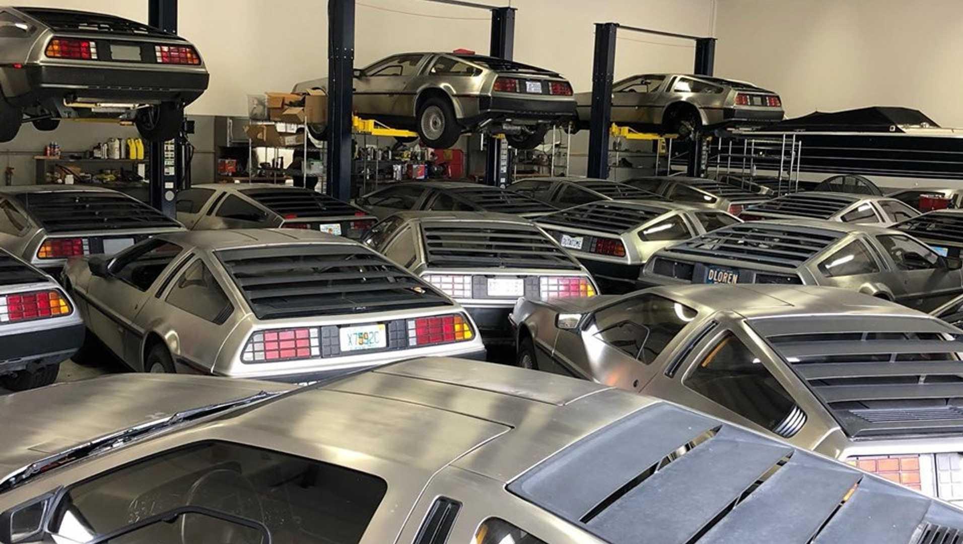 Десятки редких спорткаров спасли от урагана Дориан в тесном гараже 1