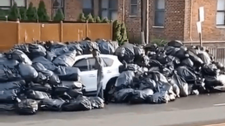 В Нью-Йорке водитель припарковался в зоне погрузки мусора и поплатился за это 1