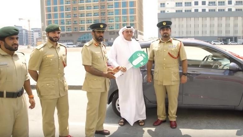 Полицейские подарили водителю автомобиль за то, что тот не нарушал ПДД 1