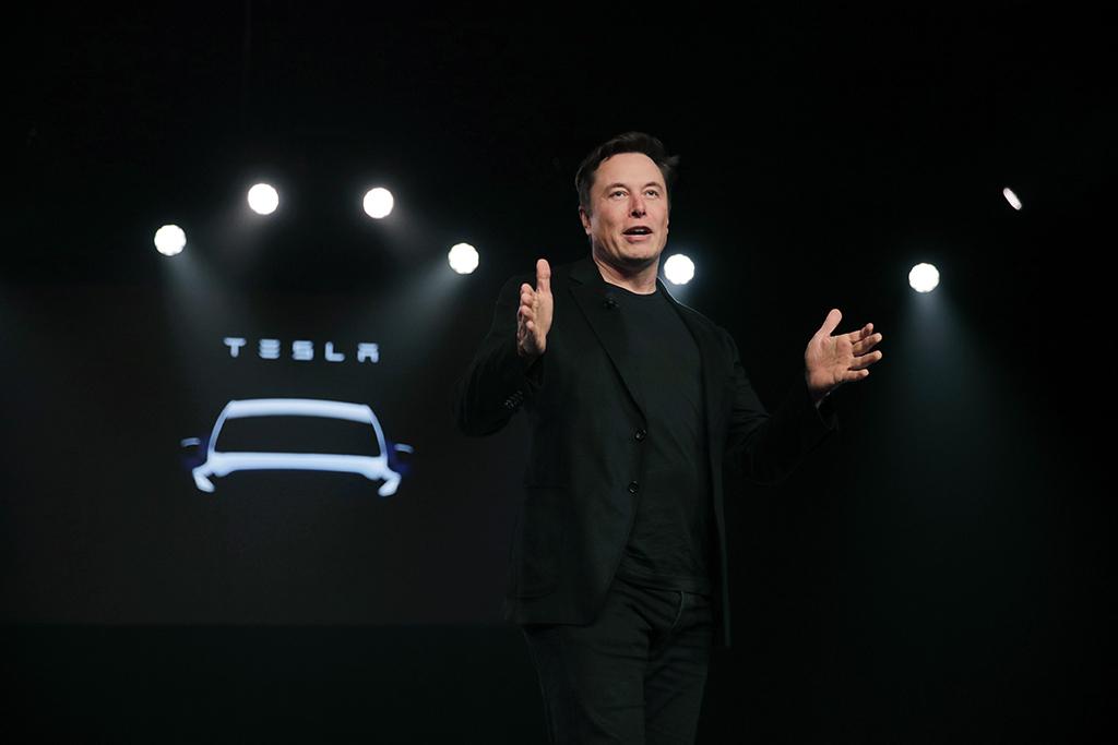 Илон Маск заявил, что не дарил Лукашенко автомобиль Tesla 1