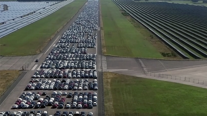 Daimler: тысячи бракованных Мерседесов на аэродроме - это норма 1