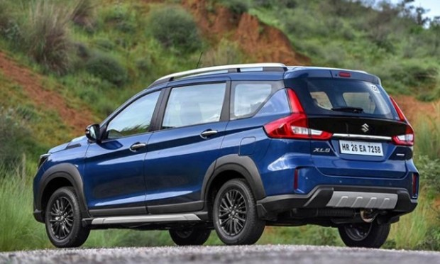 Новый кросс-вэн Suzuki XL6 2020 собирает очереди 3