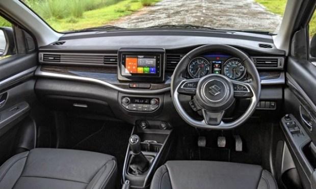 Новый кросс-вэн Suzuki XL6 2020 собирает очереди 2