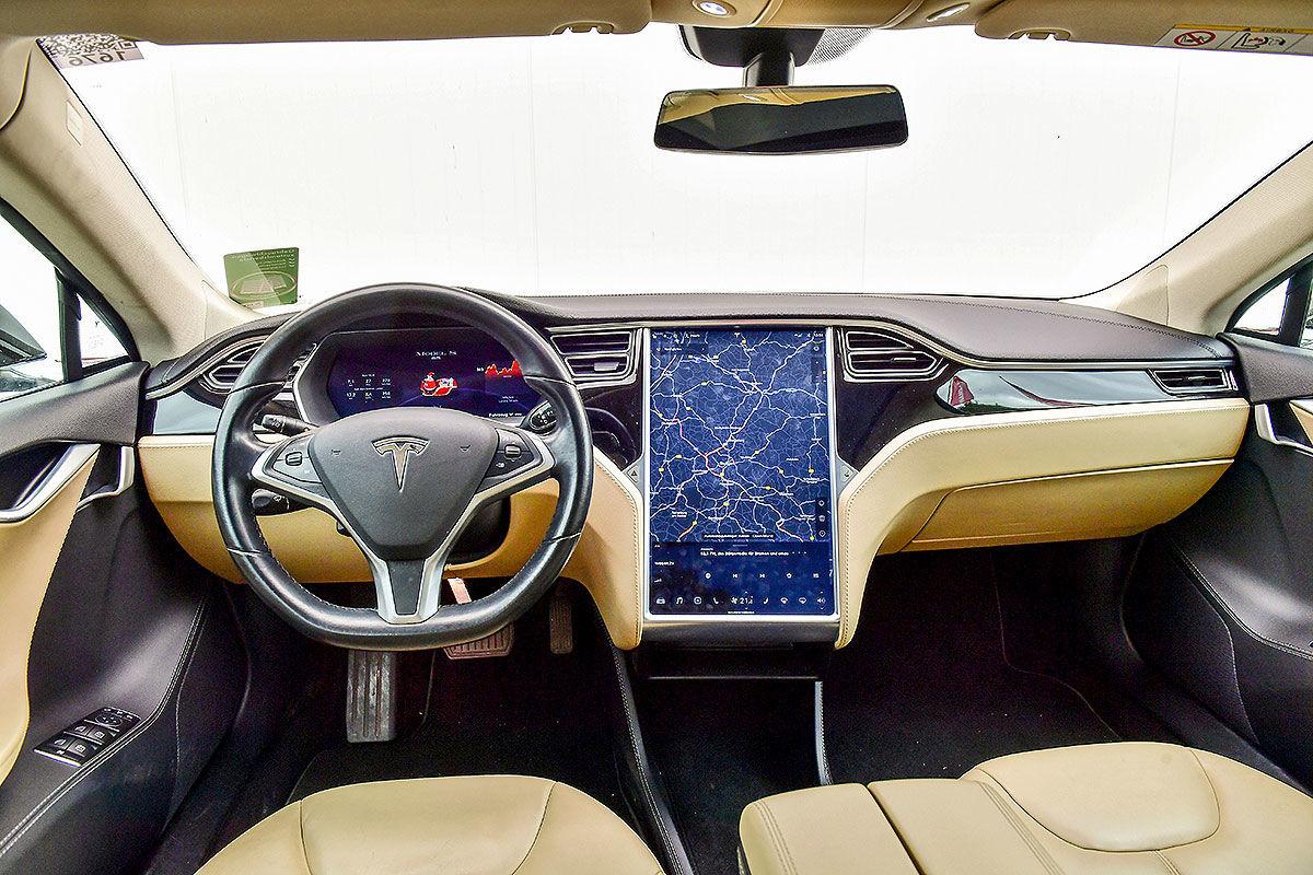 «Противоречивые чувства»: тест-драйв подержанной Tesla Model S 2