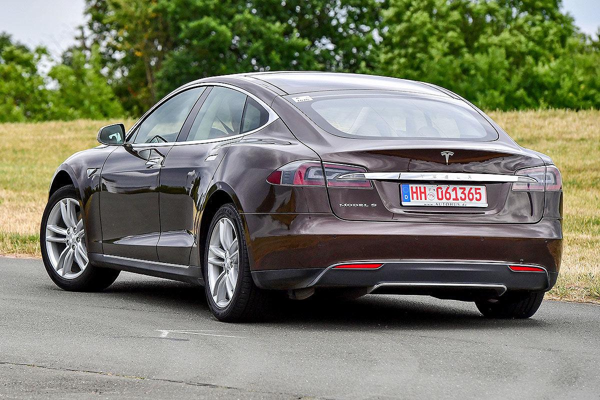 «Противоречивые чувства»: тест-драйв подержанной Tesla Model S 3
