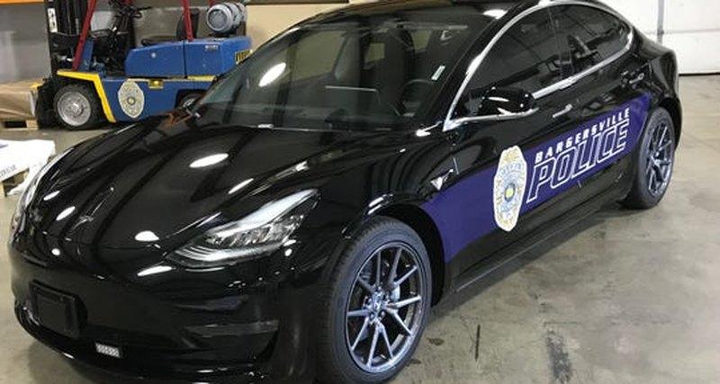 Американская полиция пересядет на электрокары Tesla 1