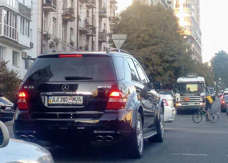 В Киеве замечен Mercedes с «дикими» номерами 1