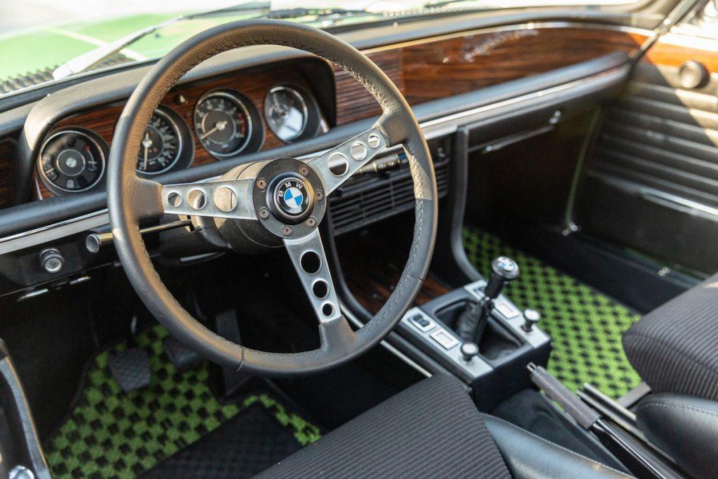 На аукционе продают уникальную «тройку» BMW 2