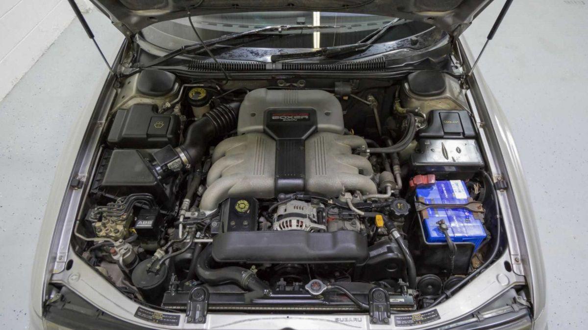 Редчайшую спортивную Subaru продают за 10 000 долларов 4