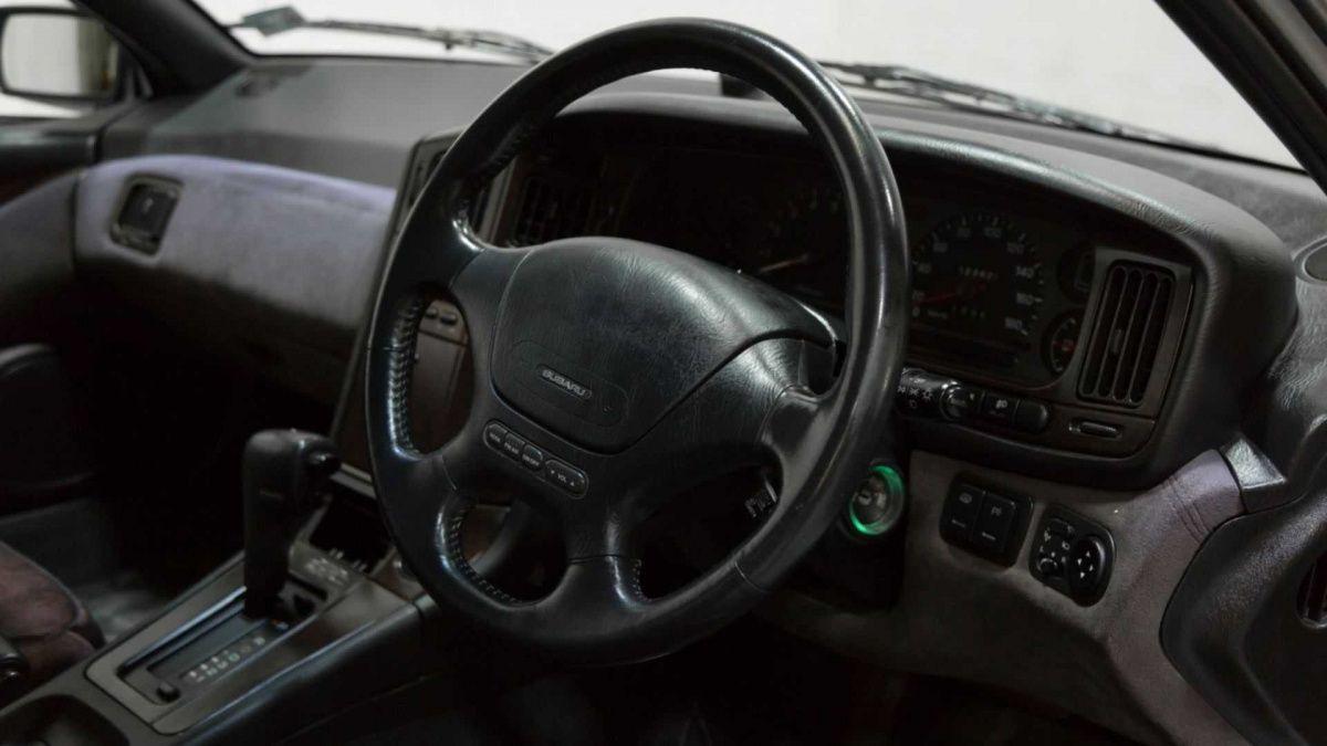 Редчайшую спортивную Subaru продают за 10 000 долларов 3