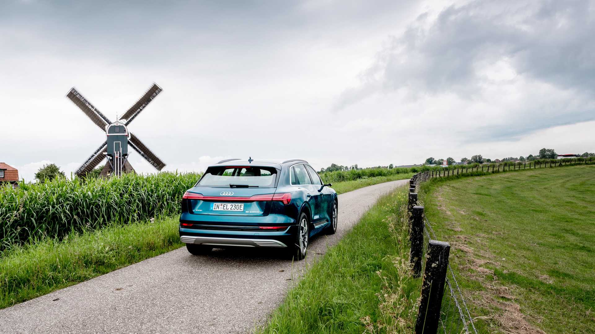 Кроссовер Audi e-tron пересек 10 границ за сутки 2