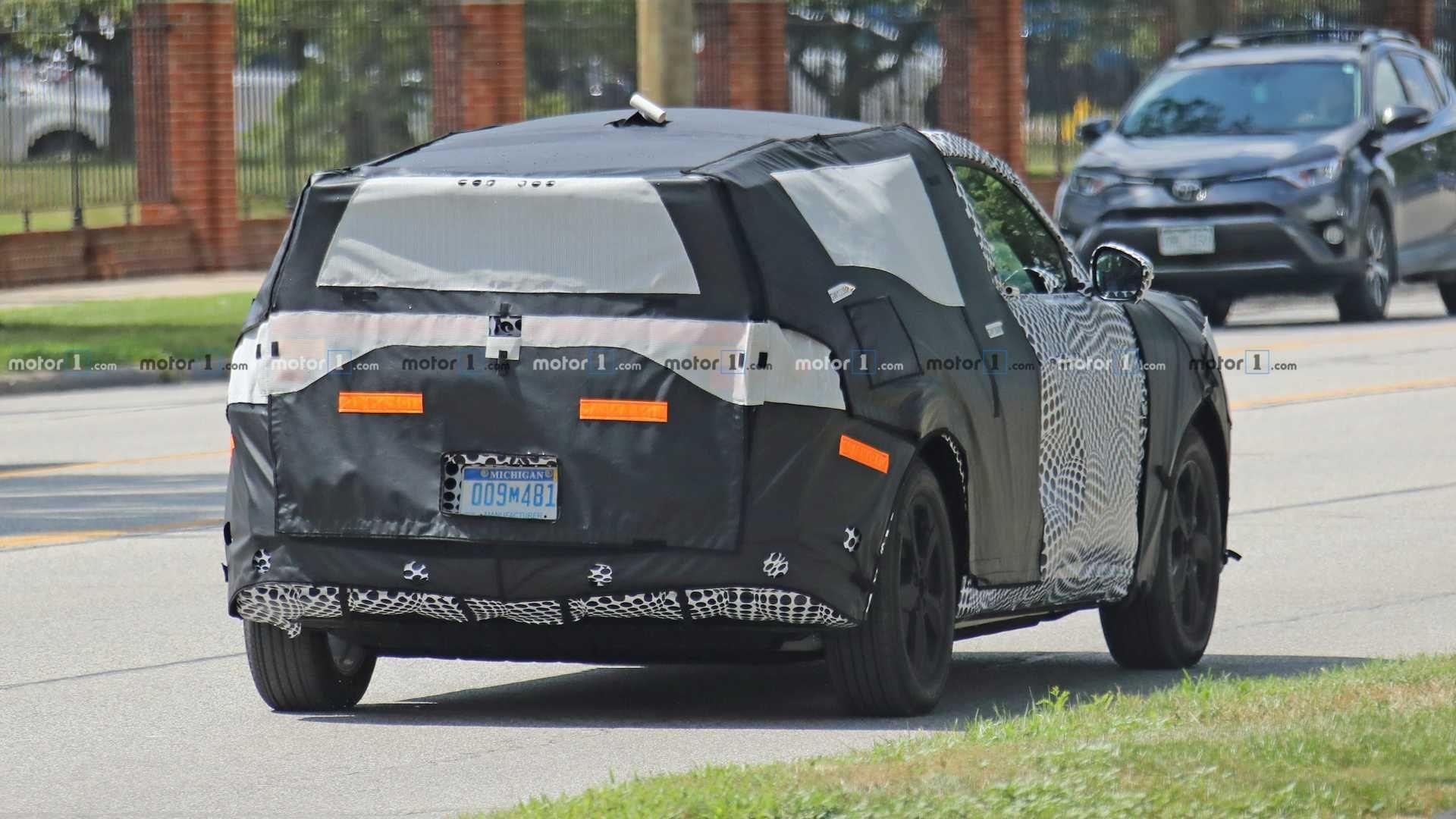 Появились снимки электрического кроссовера Ford Mach  2