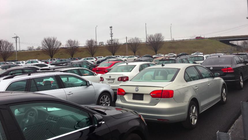 Клиенты массово раскупают бракованные VW с отстойников в США 1