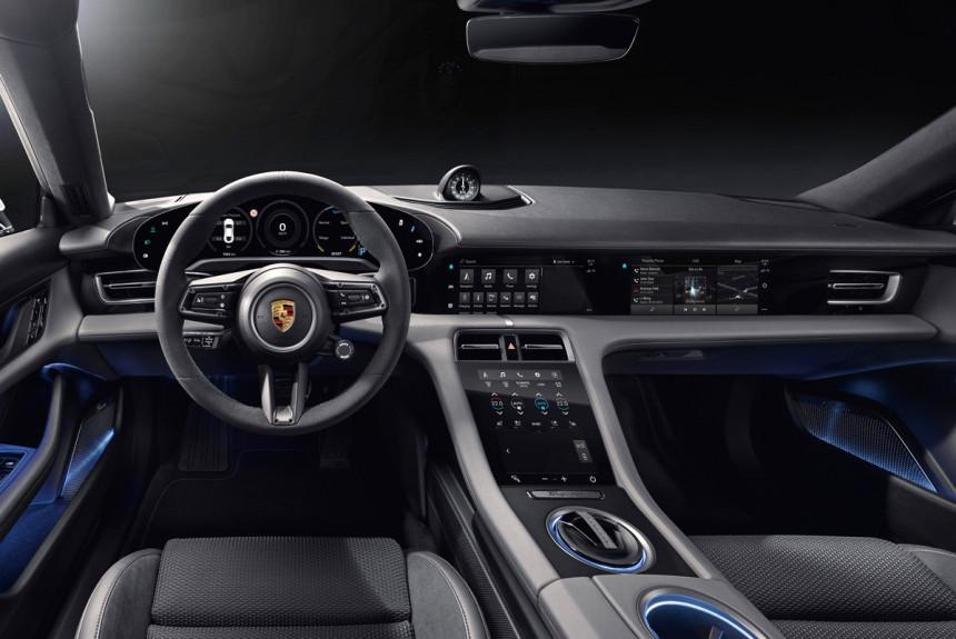 Раскрыт интерьер электромобиля Porsche Taycan 1