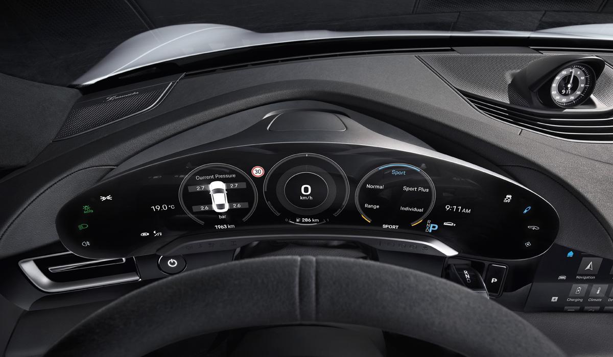 Раскрыт интерьер электромобиля Porsche Taycan 2