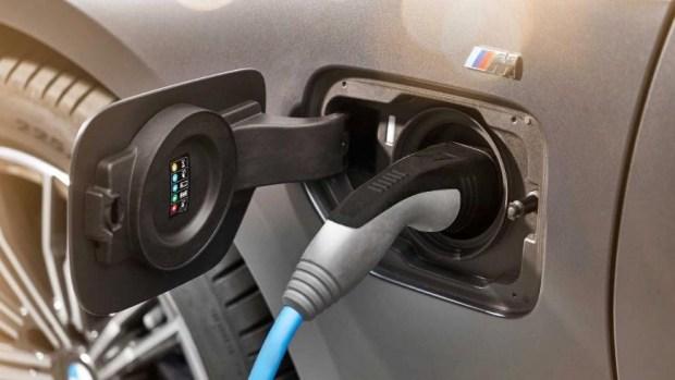 BMW представил плагин-гибридное исполнение обновлённого седана 3 Series 2