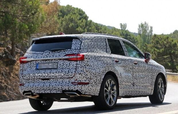 Компания Opel вывела на тесты новый трехрядный внедорожник 2