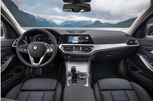 Похожий на Mercedes кроссовер оказазался копией BMW внутри 3