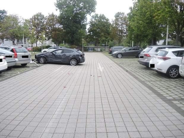 Пенсионерка разбила десяток автомобилей на парковке и «забыла» об этом 1