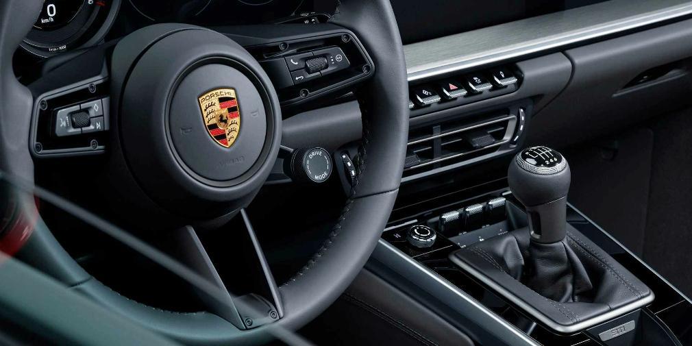 Новый Porsche 911 впервые оснастили механической трансмиссией 1