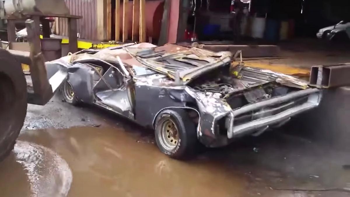 Владелец уничтожил свой Dodge Charger бульдозером, потому что не смог его продать 4
