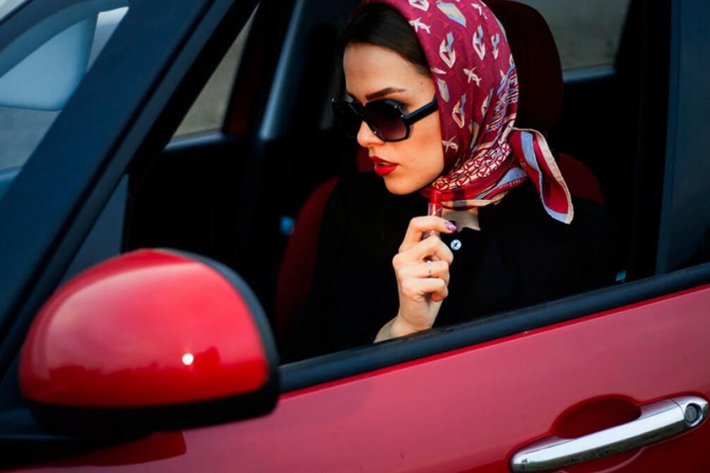 Названы три причины, почему женщины водят автомобили лучше мужчин 1