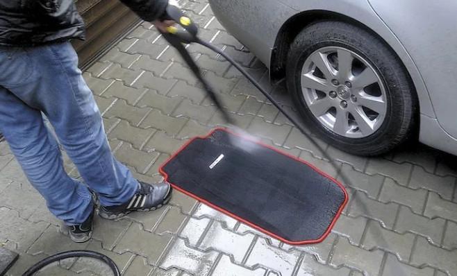 Как и чем мыть автомобильные коврики 2