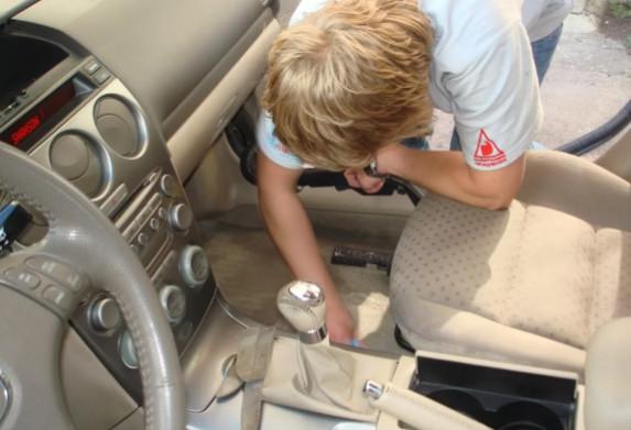 Как и чем мыть автомобильные коврики 1