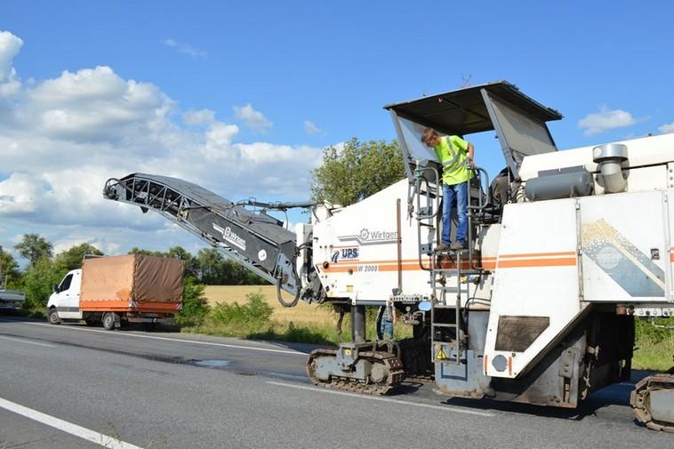 В Украине ремонтируют недавно отремонтированную дорогу 1