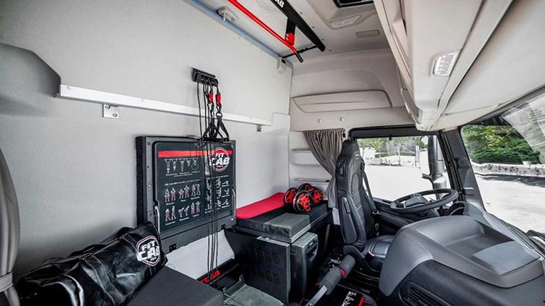 Iveco представила грузовик с тренажёрным залом в кабине 1
