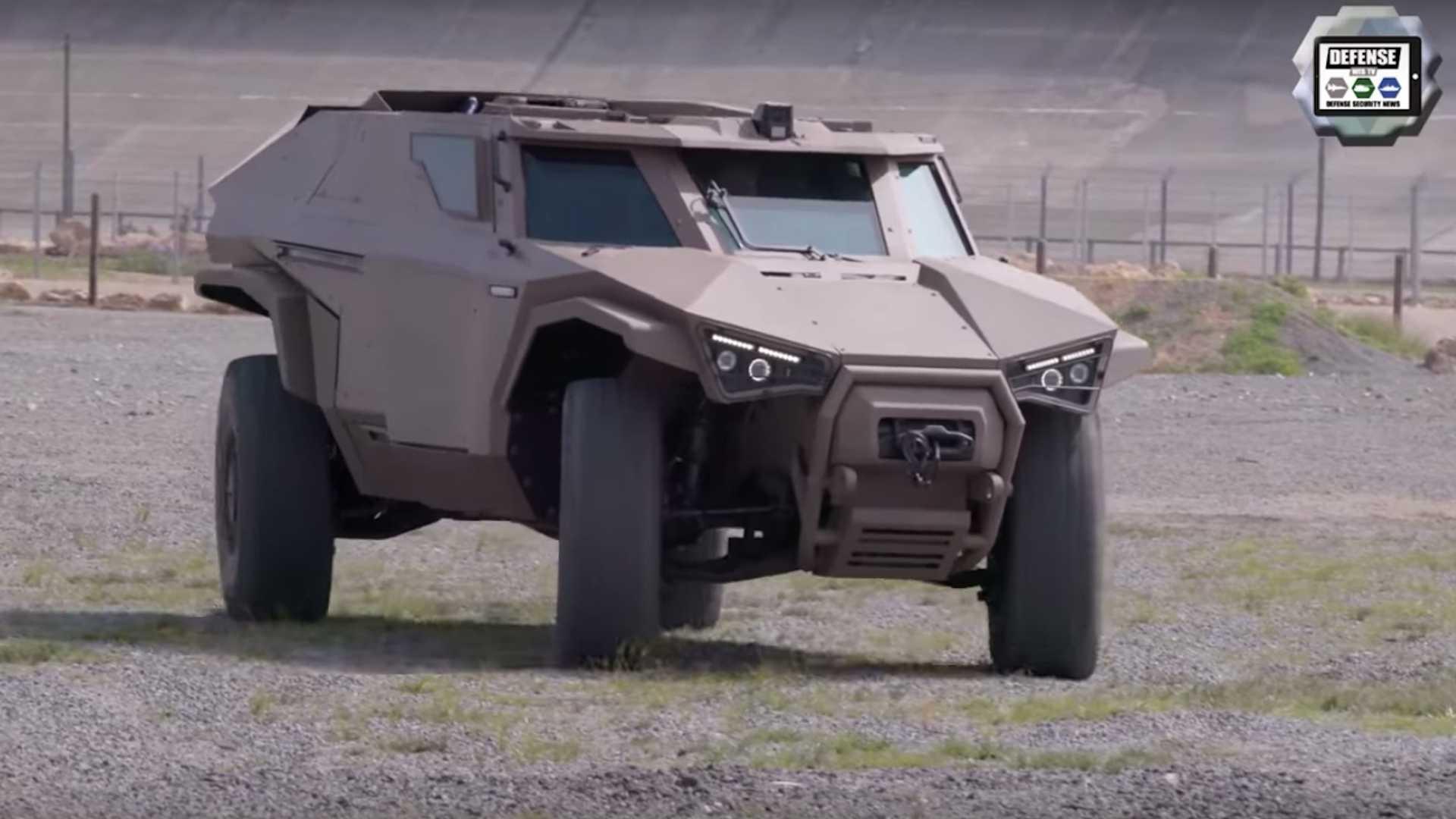 Во Франции показали броневик Volvo, умеющий ездить боком 1