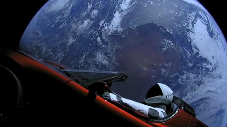 Электромобиль Tesla уже в Космосе 1