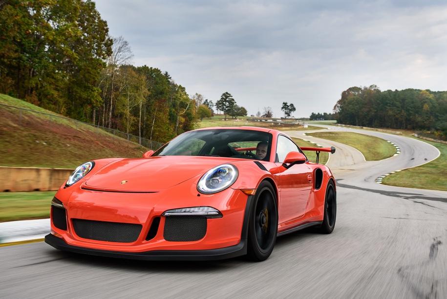 Коллекцию из 12 разных Porsche выставят на торги 3