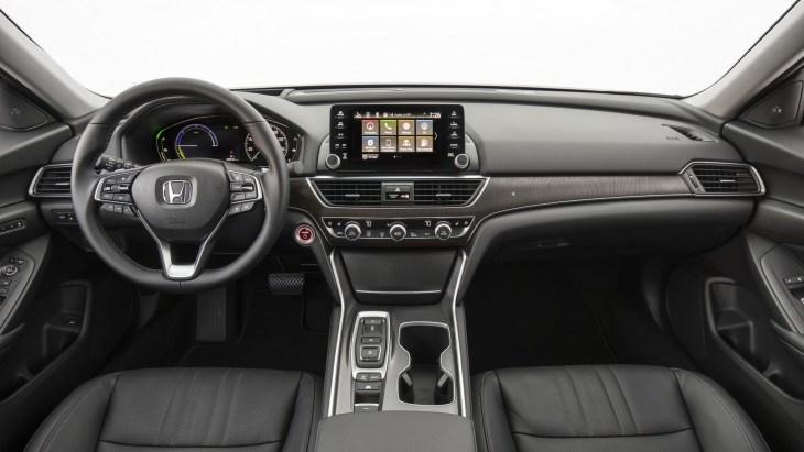 Honda начинает продажи гибридного седана Accord 2