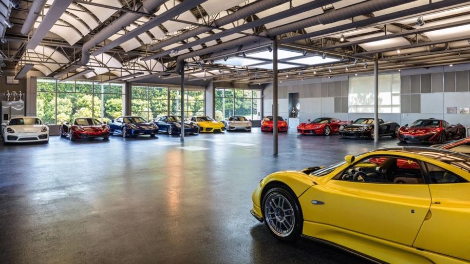 «Умный» гараж с коллекцией суперкаров выставили на торги 2