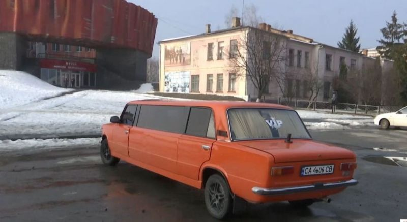 В Украине сделали из старых «Жигулей» лимузин 1