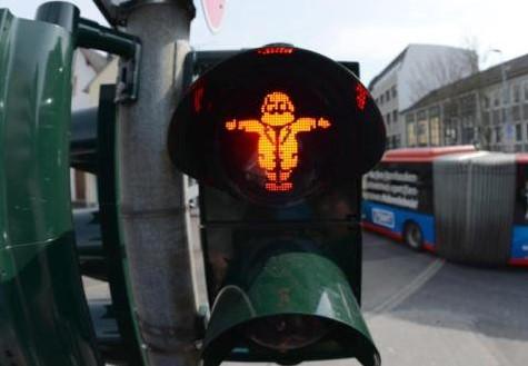 В Германии Карл Маркс руководит движением пешеходов 1