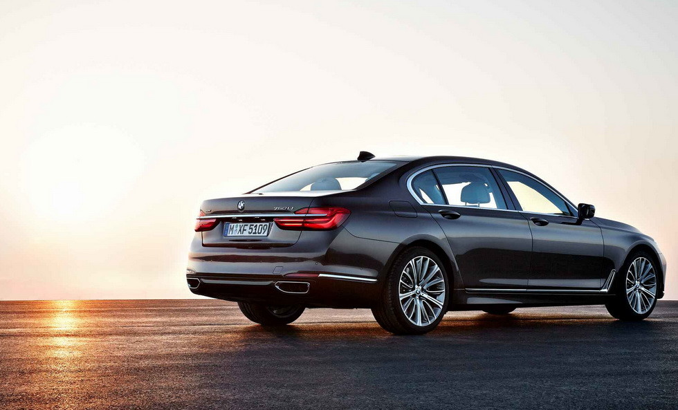 BMW временно перестанет выпускать бензиновые версии 7 Series 2
