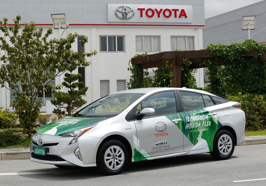 Toyota Prius «научился» ездить на спирте 1